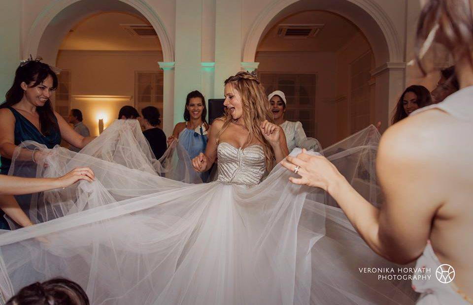 Klári, a menyasszony táncol