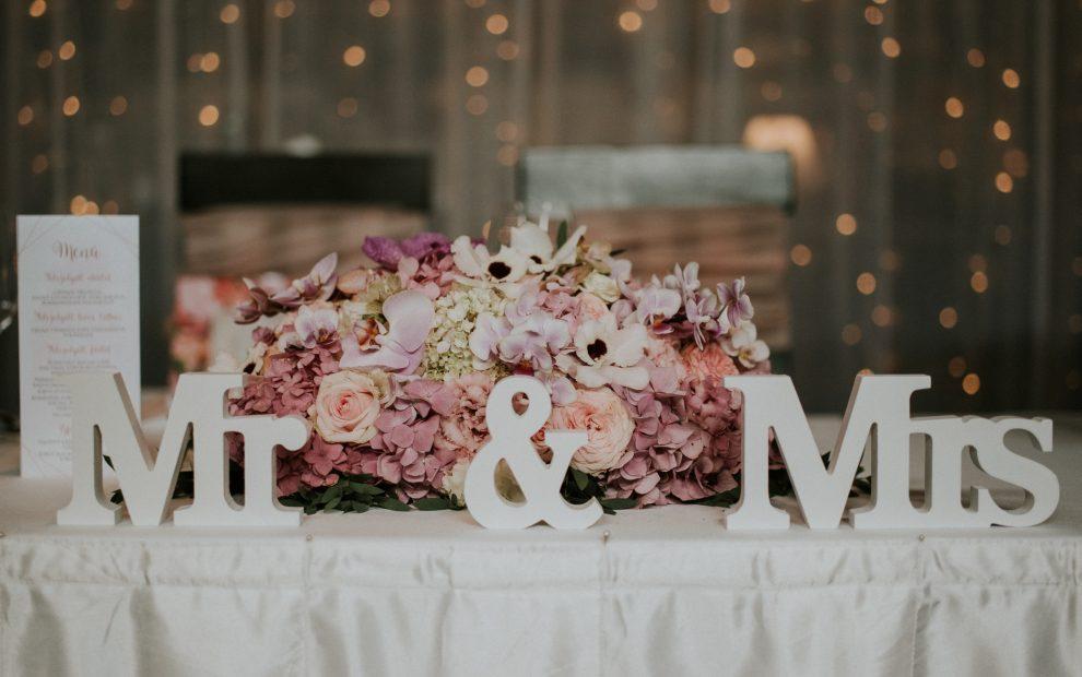 rózsaszín virágdekoráció