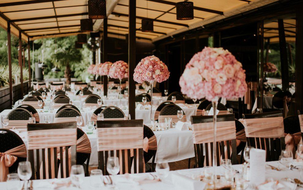 Rózsaszín kültéri dekor