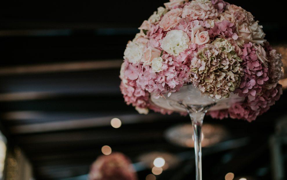 Rózsaszín virágdekor